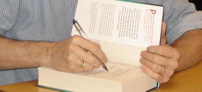Stephen King podpisuje książkę