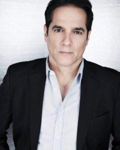 Yul Vazquez jako Yunis Sablo